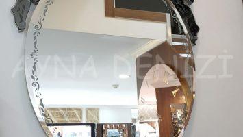 Silvia Model Venedik Ayna