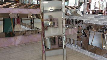 Ayna Çerçeveli Model Eskitme Altın Renk Ayaklı Boy Aynası