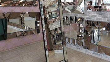 Ayna Çerçeveli Model Siyah Renk Ayaklı Boy Aynası
