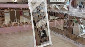 Vintage Madam Model Beyaz Renk Ayaklı Boy Aynası