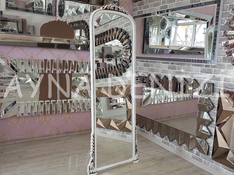 Matmazel Model Eskitme Beyaz Renk Ayaklı Boy Aynası